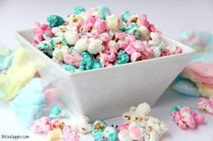 Candy Popcorn Cotton Candy Popcorn - Candy coated popcorn recipe with sprinkles and real cotton candy pieces!Cotton Candy Popcorn - Candy coated popcorn recipe with sprinkles and real cotton candy pieces! Candy Coated Popcorn Recipe, Candy Popcorn, Popcorn Recipes, Ranch Chicken Salad Recipe, Cotton Candy Fudge, Bebe Shower, Tolle Desserts, Desserts Ostern, Peanut Butter Cup Cookies