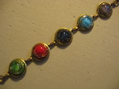 bracelet w/ 5 diff shankless glass guilded czech buttons