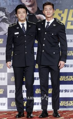 Kang Ha Neul Confirms Sept 11 Military Enlistment and Puts on Bromance Show with Park Seo Joon Promoting Cop Caper Movie Midnight Runners Park Seo Joon, Seo Kang Joon, Asian Actors, Korean Actors, Ji Chang Wook Smile, Kang Haneul, Dramas, Conservative Fashion, Drama Memes