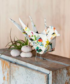 Template + instructions on how to make your own sweet little papier maché bird from Sweet Paper Crafts // Chronicle Books. Click through for templates and instructions!
