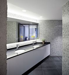 Cool Restroom Design In 1279 Residence With Black Surface Of Countertop And Several White Colored Marble Washtafels