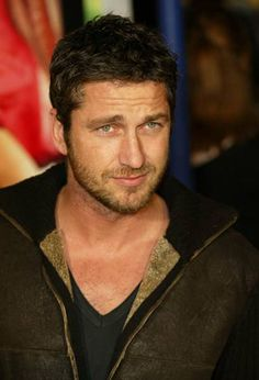 Check the latest hairstyles of Gerard Butler. Gerard Butler 300 and much more information about him. Pretty People, Beautiful People, Actor Gerard Butler, Celebridades Fashion, Actrices Hollywood, Andy Garcia, Raining Men, Adam Levine, Robert Downey Jr