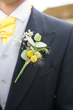 Yellow buttonhole for this groom! A beautiful combination of gypsophila, craspedia and foliage! Country Wedding Flowers, Diy Wedding Flowers, Wedding Bouquets, Wedding Buttonholes, White Boutonniere, Groom Boutonniere, Button Holes Wedding, Lapel Flower, Corsage Wedding