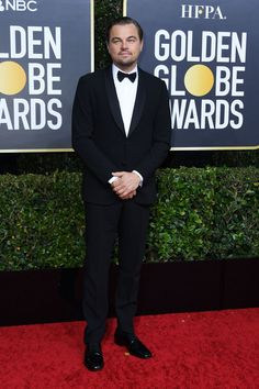 Leonardo DiCaprio opted for a classic black Giorgio Armani tuxedo and white shirt, keeping it simple on the red carpet look. Golden Globe Award, Golden Globes, Award Show Dresses, Best Dressed Man, Simple Pictures, Leonardo Dicaprio, Red Carpet Looks, Red Carpet Fashion