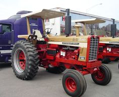 1970 IH 1456 Gold Demo