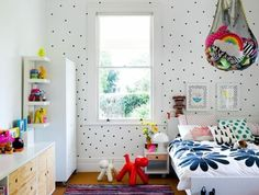0-idee-deco-chambre-ado-fille-papier-peint-blanc-avec-deco-a-points-noirs-papier-peint-chambre-ado