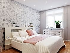 Gray Flower Pattern Wallpaper In Shabby Chic Modern Bedroom Minimalist Idea Using White Bedroom Furnitures Shabby Chic Bedroom Decor Inspirations