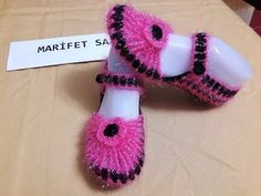 How to Crochet Entrelac - Tunisian Interlaced Patchwork Diamonds Entrelec by Naztazia Crochet Baby Shoes, Crochet Slippers, Diy Crochet, Crochet Crafts, Rose Gold Pink, Sock Shoes, Baby Knitting, Girl Dolls, Diy And Crafts