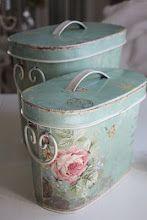 Ofelias Hus - Lantlig - Shabby Chic - Vintage Inredning när den är som bäst.  I love the colors on this!