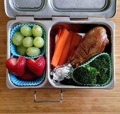 chicken teriyaki drumstick (super easy to make), carrots and broccoli, grapes, strawberries in a Planetbox Shuttle container