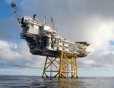 Photo of the day is The Huldra platform::Photo: Kenneth Kjeldsen, Statoil #drilling