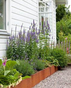 I like this raised flower bed.