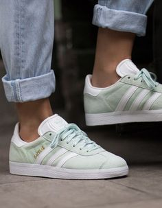 new product 2ae50 e4adc Gazelle Adidas Menthe à leau Chaussures Homme, Fringues, Mode Femme,  Coiffure