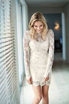 Lace mini wedding dress. Photo: Welovepictures