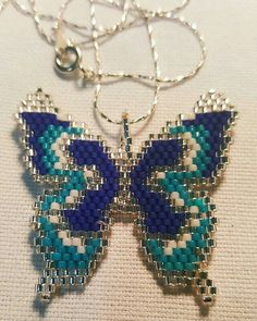 21 Likes, 3 Comments - Güzellik . Seed Bead Crafts, Seed Bead Jewelry, Beaded Jewelry Patterns, Beading Patterns, Peyote Patterns, Beaded Banners, Native Beadwork, Beaded Animals, Pony Beads