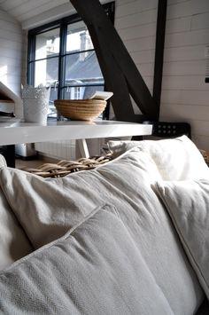gite design en bord de mer binic - Les Maisons de Victoire Location, Bed, Design, Brittany, Glamour, Houses, Everything, Stream Bed, Beds