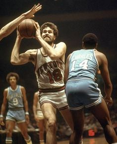 Phil Jackson & These are real uniforms, love them shorts! Basketball Legends, Love And Basketball, Basketball Teams, Sports Jerseys, Nba Stars, Sports Stars, New York Knickerbockers, Phil Jackson, The Sporting Life