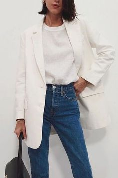 Minimalistic Outfits For Spring Minimalistic Outfits For Spring effortless minimalist outfit ideas to refresh your spring wardrobe Looks Street Style, Looks Style, Looks Cool, Mode Outfits, Jean Outfits, Fashion Outfits, Fashion Tips, Fashion Trends, Travel Outfits