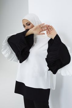 The perfect addition to any Muslimah outfit, shop Rabia Z X Modanisa's stylish Muslim fashion Black - Ecru - Crew neck - Cotton - Tunic. Find more Tunic at Modanisa! Muslim Fashion, Modest Fashion, Cotton Tunics, Crew Neck, Bell Sleeve Top, Women Wear, Stylish, Womens Fashion, Outfits
