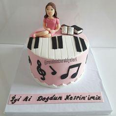 Piyano modeli pasta