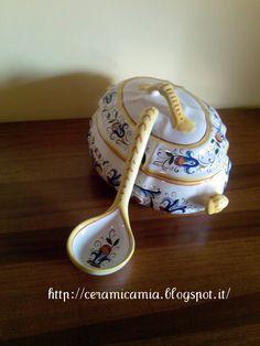Ricco Deruta sulla zuppiera di ceramica dip.a mano  #Italy  http://ceramicamia.blogspot.it/2012/07/ricco-deruta-sulla-zuppiera-di-ceramica.html#