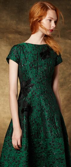 Illuminate the room with jewel-toned dresses. this would look beautiful on my redheaded daughter or (soon to be) daughter in law. Photoshoot Inspiration, Style Inspiration, Tiffany Green, Seasonal Color Analysis, Graduation Photoshoot, Deep Autumn, Green Fashion, Feminine Style, Looking Gorgeous