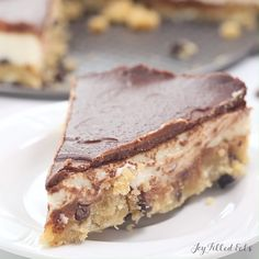 With a layer of raw chocolate chip cookie dough, a layer of creamy cheesecake, and a layer of rich chocolate ganache my No Bake Cookie Dough Cheesecake may be the best dessert ever. Chocolate Cookie Recipes, Chocolate Chip Cookie Dough, Easy Cookie Recipes, Gourmet Recipes, No Bake Cookie Dough, Cookie Dough Cheesecake, Keto Cheesecake, Keto Cake, Low Carb Desserts