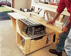 Modular workshop for small space- modular table saw stand