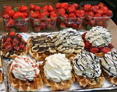 Waffles for dessert. I Love Food, Good Food, Yummy Food, Belgium Waffles, Waffle Bar, Waffle Shop, Food Inspiration, Cravings, Sweet Tooth