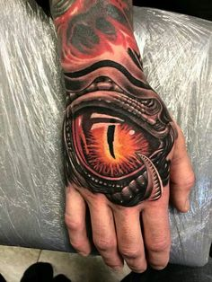 41 Biomechanical Tattoos Designs from Future // March, 2020 Dragon Hand Tattoo, Skull Hand Tattoo, Hand Tats, Hand Tattoos For Guys, Skull Tattoo Design, Tattoo Designs Men, Sick Tattoo, 1 Tattoo, Badass Tattoos