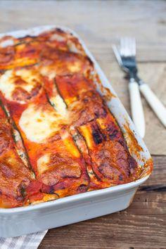 Zapiekanka z cukinią, szpinakiem i białym serem II Cooking for Emily Lasagna, Vegetarian Recipes, Cooking, Ethnic Recipes, Drinks, Per Diem, Lasagne, Cuisine, Kitchen