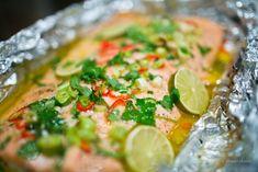 LCHF - Low Carb, Smörstekt hel lax med lime, koriander och chili