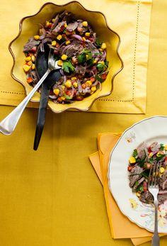 Salada mexicana com músculo | #ReceitaPanelinha: Economia na cozinha é sinônimo de inteligência doméstica. O músculo é indispensável para dar sabor ao caldo de carne à jato, mas não para por aí... Depois de cozido ele vira ingrediente desta saborosa salada.