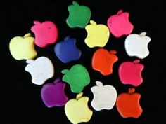 15 pieces apple cabachons in mixed colors. Starting at $3 - Auction Room Open Tues Dec 10 @12 AM EST: http://tophatter.com/auctions/34681