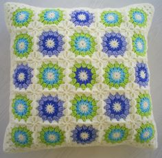 Crochet in blue and green colours with a cream edging granny square cushion cover Crochet Pillow Cases, Crochet Cushion Cover, Crochet Cushions, Crochet Quilt, Crochet Squares, Crochet Home, Crochet Granny, Cute Crochet, Crochet Motif