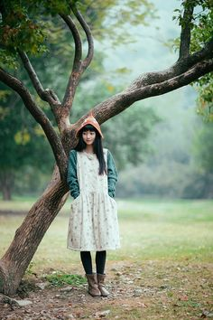 Way to pull off that quirky hat. I like the simple shape of the dress: childlike and innocent.