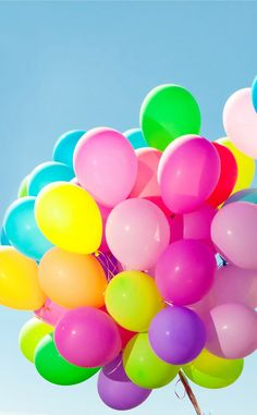 colorful balloon 風船 💙💚💛💜❤ on We Heart It Bubble Balloons, Letter Balloons, Helium Balloons, Bubbles, Colorful Wallpaper, Cute Wallpaper Backgrounds, Cute Wallpapers, Iphone Wallpapers, Balloons Photography