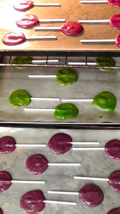 Homemade Suckers! These are homemade fruit lollies.....otherwise known as healthy suckers......want the recipe??? http://colorwheelmeals.com/2012/03/31/healthy-fruit-lollies/