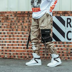 Buy Camo pants for men in Our online store The-Casual. Quality material joggers with straps. Skinny camo pants for men has two colors. With a zipper on the bottom of the pants and pockets on the sides. Pantalon Streetwear, Style Streetwear, Men Street, Street Wear, Jogger Pants, Joggers, Mode Camouflage, Post Malone, Style Du Japon