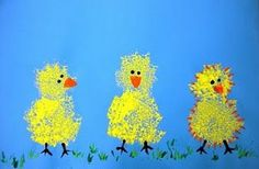 Sponge-painted chicks. They look fuzzy, like actual chicks! Chicken Art, Chicken Crafts, Easter Art, Easter Crafts, Easter Eggs, Duck Crafts, Spring Art Projects, Spring Crafts, Easter Activities