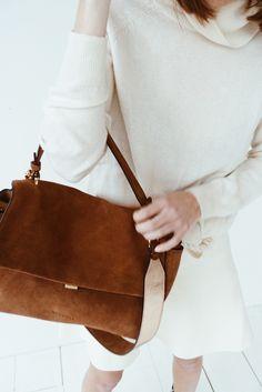 Luxury Handbags, Fashion Handbags, Fashion Bags, Fashion Accessories, Fall Collection, White Fashion Sneakers, Business Outfits, Fashion Prints, Vogue
