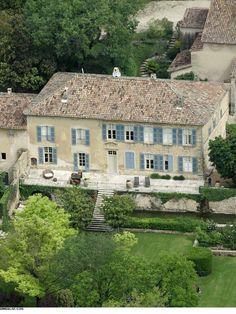 Dans le cadre de leur divorce, Angelina Jolie et Brad Pitt ont décidé de se séparer de leur château en France. Ils l'avaient acquis pour 45...