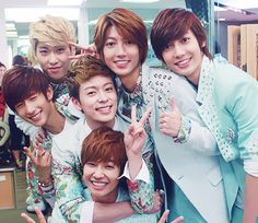 Yes, BoyFriend has arrived! They are here, in Puerto Rico, where I LIVE :D Can't wait for Saturday♥ Boyfriend Band, Boyfriend Kpop, Jo Youngmin, How To Have Twins, Korean Star, Pop Bands, Starship Entertainment, Most Beautiful Man, Good Looking Men