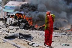 SOMALIA, Mogadishu : A Somali woman reacts on March 2013 near the site of a car bomb in central Mogadishu. At least eight people were killed on March 18 by a car bomb in central Mogadishu in one. Today In Pictures, Pictures Of The Week, Car Bomb, Take My Breath, Woman Standing, Top Photo, Monster Trucks, How To Memorize Things, Photos