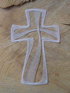 Kříž srdce Lace Necklace, Lace Jewelry, Mother's Day Theme, Bobbin Lacemaking, Types Of Lace, Bobbin Lace Patterns, Lace Heart, Crochet Cross, Lace Making