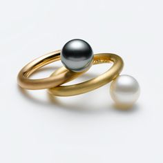 Modern Jewelry // pearl ring // Ringe – Galerie Isabella Hund, Schmuck // gallery for contemporary jewellery
