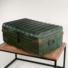antiker kolonial reisekoffer aus metall antique suitcase metal