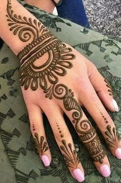 Check collection of 41 Mehndi Designs For Eid to Try This Year. Eid ul fitar 2020 includes mehndi designing, girls decorate their hands with mehndi designs. Henna Flower Designs, Henna Tattoo Designs Simple, Mehndi Designs For Kids, Back Hand Mehndi Designs, Simple Arabic Mehndi Designs, Mehndi Designs For Beginners, Mehndi Designs For Fingers, Mehndi Simple, Beautiful Mehndi Design