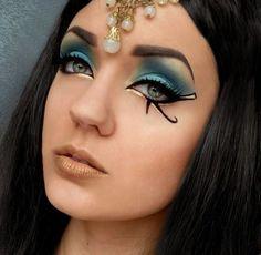 Egyptian Hairstyles And Makeup: 2020 ideas, pictures, tips — About Make up Ancient Egyptian Makeup, Egyptian Costume, Egypt Makeup, Egyptian Hairstyles, Cleopatra Makeup, Black Eye Makeup, Makeup Eyes, Beauty Makeup, Halloween Makeup Looks