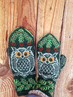 These mittens can be knit with absolutely any colors, dark on light, light on dark, doesn't matter. The PDF has charts both ways, you only have to pick which one you want to knit from. Knitting Patterns Free Dog, Owl Crochet Patterns, Knitted Mittens Pattern, Knitting Wool, Fair Isle Knitting, Knitting Charts, Knitted Gloves, Knitting Socks, Mittens